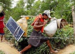 الطاقة الشمسية تنقذ الروهينغا في مخيمات البؤس.. حولوا القيظ الشديد إلى كهرباء تنير ظلام ليلهم الدامس