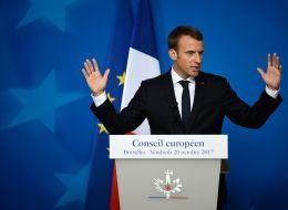 فرنسا تقرُّ قانوناً جديداً مثيراً للجدل يعيد إلى الأذهان مذبحة نفذها الأمن بحق متظاهرين جزائريين قبل 57 عاماً