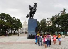 رغم التوتر بين البلدين.. أميركا تهدي كوبا تمثالاً لخوسيه مارتي
