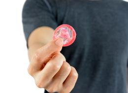 البنك المركزي التونسي يريد الحدَّ من استيراد الواقي الذكري.. ما عواقب هذا القرار؟