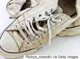 Αν προσπαθείτε να καθαρίσετε τα λευκά αθλητικά σας παπούτσια και δεν τα καταφέρνετε, δοκιμάστε αυτό το κόλπο