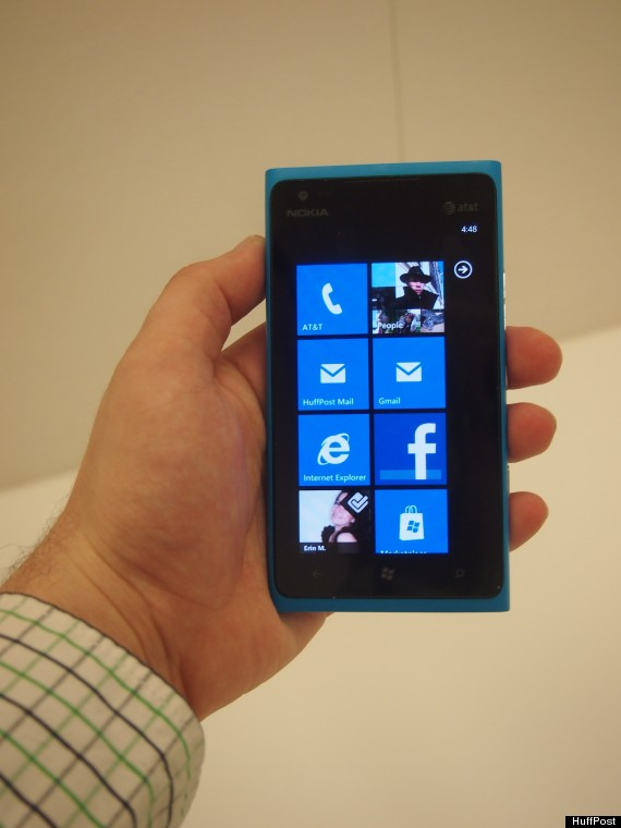 Lumia 900 Review: Nokia's New Smartphone Is Easy To Use, Nice To Look