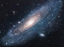 الكون كان ينبغي أن يدمِّر نفسه بنفسه لكن قوةً