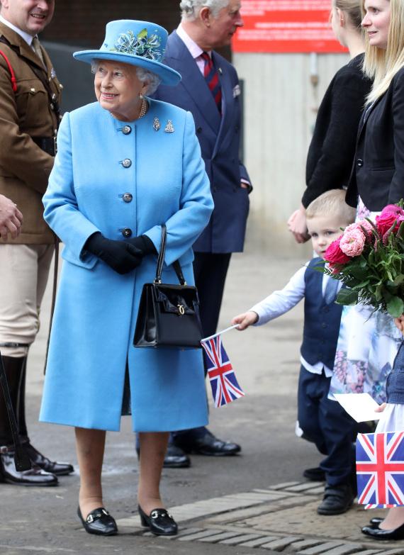 queen elizabeth handbag