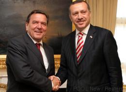 Altkanzler Schröder stimmte Erdogan um – wohl nur deshalb kam der deutsche Menschenrechtler frei