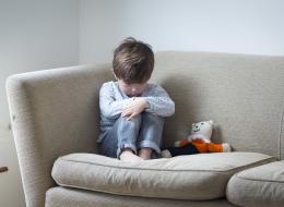 الأطفال أيضاً يصابون بالاكتئاب.. الآباء سبب العدوى أحياناً
