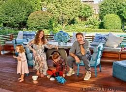 Ο Robert Downey Jr μας ξεναγεί με τον πιο αστείο τρόπο μέσα στο ονειρεμένο εξοχικό του στα Hamptons