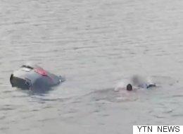 호수에 빠진 사람을 구조한 고등학교 수영부 학생들
