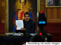 S&P και Fitch «βλέπουν» κίνδυνο κήρυξης χρεοκοπίας από τη Βενεζουέλα