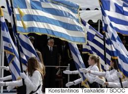 Αντίδραση του υπουργείου Παιδείας για τα περί προϋποθέσεων στην επιλογή σημαιοφόρων για αλλοδαπούς μαθητές