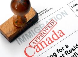 هل المهاجرون والمحجبات مضطهدون في كندا؟ 6 خطوات للحصول على وظيفة حقيقية