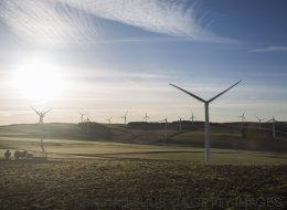Η Σκωτία κατάφερε να παράξει διπλάσια ενέργεια από αυτή που χρειάζεται για ένα μήνα, με τη βοήθεια του αέρα
