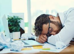 احذر من عدم الاكتفاء من النوم.. النعاس يشبه في تأثيره شرب الكحول