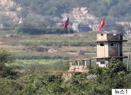 북한군 1명이 귀순하다 북 총격에 부상을 입었다