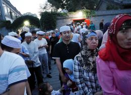 عددهم 40 مليوناً يتحدثون لغةً مختلفة ويعانون الاضطهاد.. شاهد حياة مسلمي الصين