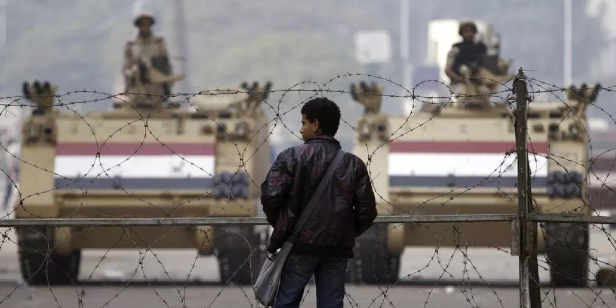 لا يأكلون معهم ولا يصلّون خلفهم! تفاصيل شجار لا يتوقف بين أنصار داعش والإخوان في سجون مصر
