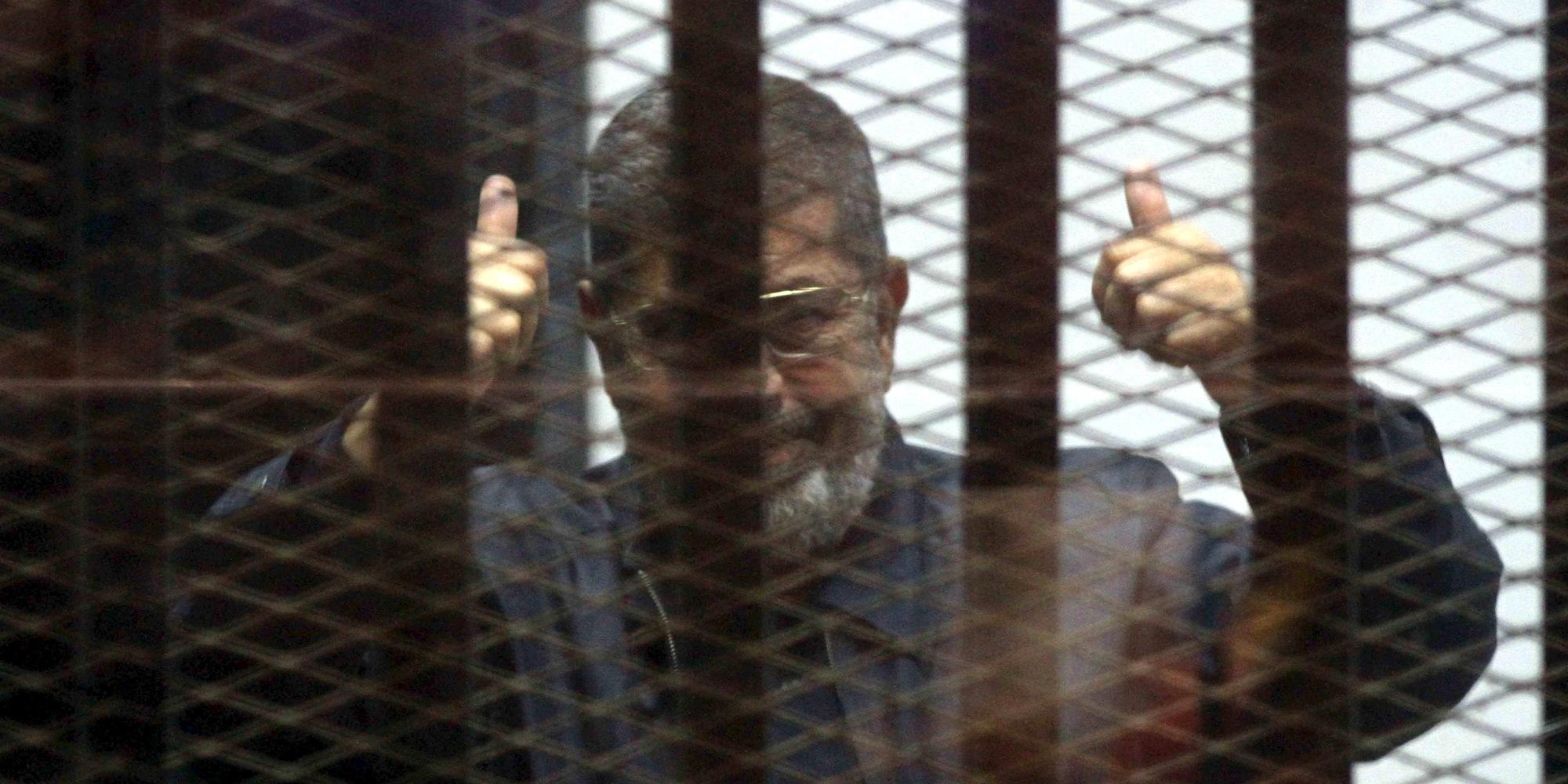 تعرَّض مرتين للإغماء.. محكمة مصرية تقرر للمرة الأولى توقيع الكشف الطبي على مرسي شهرياً