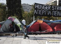 Έληξε η απεργία πείνας των 14 προσφύγων που είχαν κατασκηνώσει στην πλατεία Συντάγματος