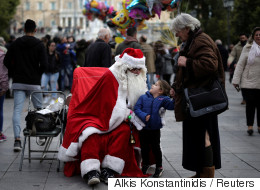 Deloitte: Στα 450 ευρώ ο προϋπολογισμός του Έλληνα καταναλωτή για τα Χριστούγεννα του 2017
