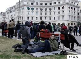 Πρόσφυγες συγκεντρώθηκαν στην πλατεία Αριστοτέλους με σκοπό να κινηθούν μαζικά προς τα βόρεια σύνορα