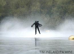 Ένας πραγματικός «Iron Man» μόλις έκανε παγκόσμιο ρεκόρ πτήσης