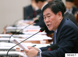 국정원 억대 특활비 수수 의혹에 휩싸인 최경환