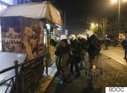 Συλλήψεις Ελλήνων και αλλοδαπών για τα επεισόδια στα Εξάρχεια. Στη ΜΕΘ η γυναίκα που τραυματίσθηκε από φωτοβολίδα