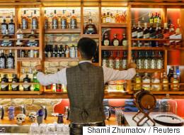 Τριάντα μπάρμαν αποκαλύπτουν τι δεν πρέπει να παραγγείλουμε σε εστιατόρια και μπαρ