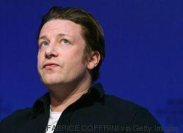 Ο Jamie Oliver ασκεί κριτική στους γονείς που αφήνουν τις κόρες τους να ανεβάζουν «πορνό» selfies στο ίντερνετ