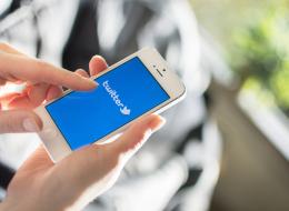 سيُحاسَب أصحاب الحسابات المُوثَّقة على سلوكهم في العالم الحقيقي أيضاً! تويتر يحذف علامات التوثيق الزرقاء
