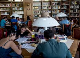 لهذه الأسباب تقدم بعض الدول والجامعات منحاً دراسية للطلاب الأجانب