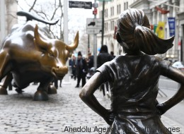 Αμείωτο το μισθολογικό χάσμα μεταξύ ανδρών και γυναικών σε ολόκληρη την ΕΕ: Οι 4 παράγοντες που το προκαλούν