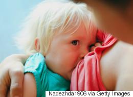 누드로 수유하는 엄마 사진은 전혀 성적이지 않다