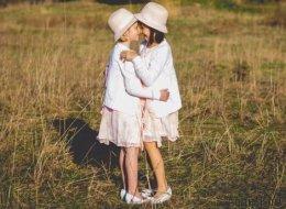 Diese 19 Fotos von Adoptivgeschwistern zeigen, dass Familie auf Liebe basiert, nicht auf DNA