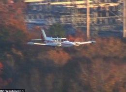 خرج الطيار متباهياً بما فعله.. شاهد هبوط اضطراري لطائرة بدون عجلات بعد تحليق في الجو استمر 90 دقيقة