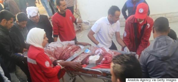 이집트 모스크 총격·폭탄 테러로 235명이 사망하다