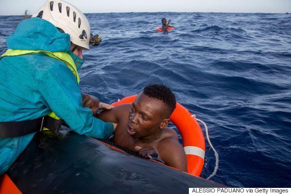 migrants boat mediterranean