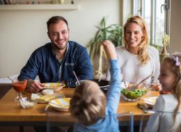 إن كان أبواك بخيلين ستصبح مسرفاً.. 8 عادات مالية تؤثر في شخصية الأبناء
