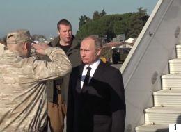 شاهد.. جندي روسي يمنع بشار الأسد من مرافقة بوتين في قاعدة عسكرية بسوريا