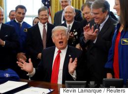 ترامب يعيد الأميركيين للقمر.. ولكن السؤال ليس كيف بل: هل هي نافذة الرئيس الأميركي لتنفيذ مصالح خاصة ؟