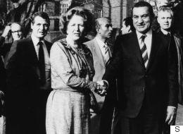 بعد نفي حسني مبارك.. مصدر بريطاني يدافع عن