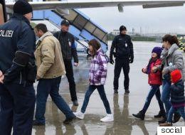 هل حقاً إعادة السوريين لأوطانهم مقابل المال طوعية؟ تساؤلات حول أخلاقية هذه البرامج في التعامل مع اللاجئين بألمانيا