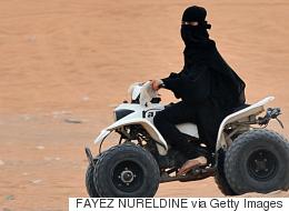 بعد حرمان دام عقوداً من قيادة السيارة.. قريباً السعوديات يقدن الشاحنات والدراجات النارية في شوارع المملكة