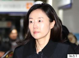 검찰이 조윤선 전 청와대 정무수석의 구속영장을 신청했다