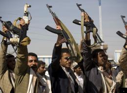 10 طرق تستخدمها ميليشيات الحوثي لتخريب اليمن