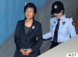 박근혜, 국정원에 받은 돈 기치료와 주사비로 썼다