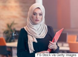 ماذا لو كان الحجاب يُعرِّض المرأة للأذى؟ عن حقيقة فرضية الحجاب التي لا يتحدَّث عنها أحد!