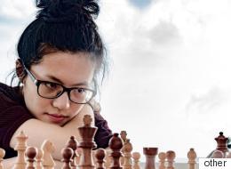 أصغر بطلة في تاريخ الشطرنج.. لاعبة حاصلة على لقب