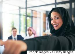 متحررات وعاهرات.. لماذا تعيش المجتمعات العربية حالة خوف من تصرفات المرأة؟