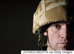 بريطانيا تطلق حملةً لتشجيع الشباب على الانضمام للجيش.. إن كنت مثلياً أو ضعيف البنية أو عاطفياً ستجد لك وظيفةً